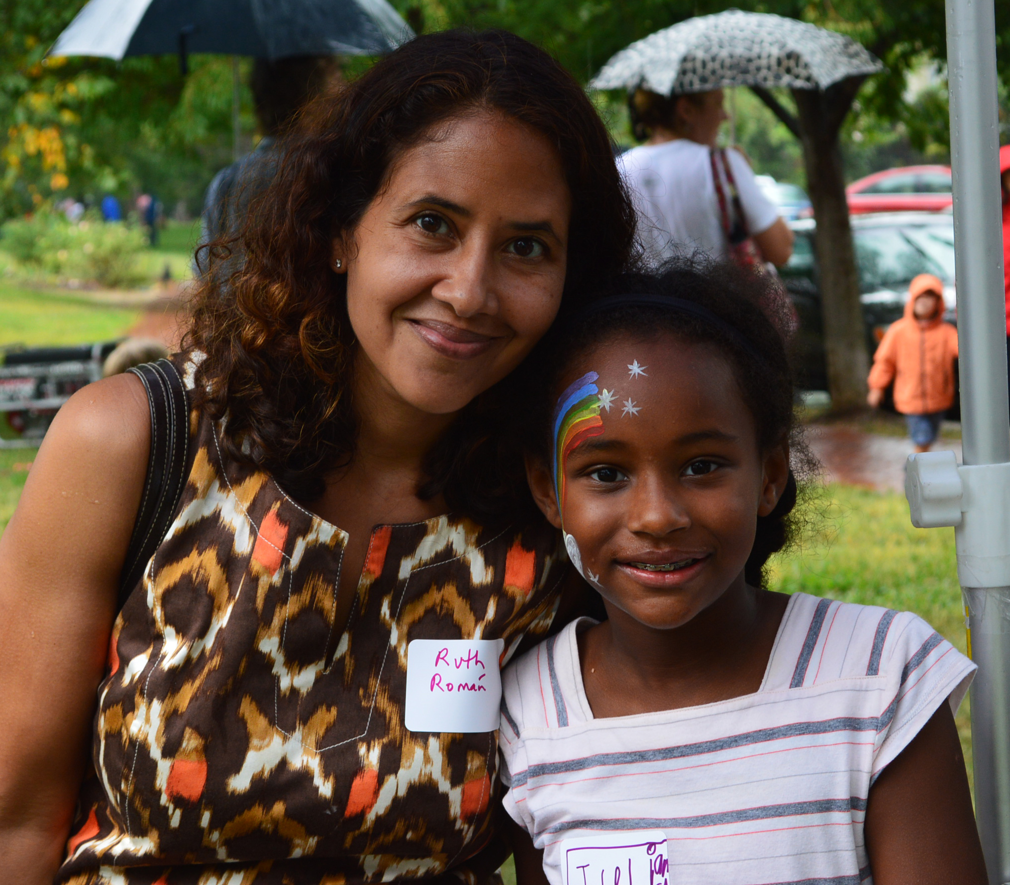 Mother and daughter smiling at the Back to School Picnic.